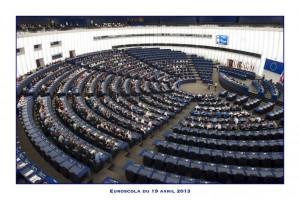 nos élèves dans l'enceinte du parlement européen